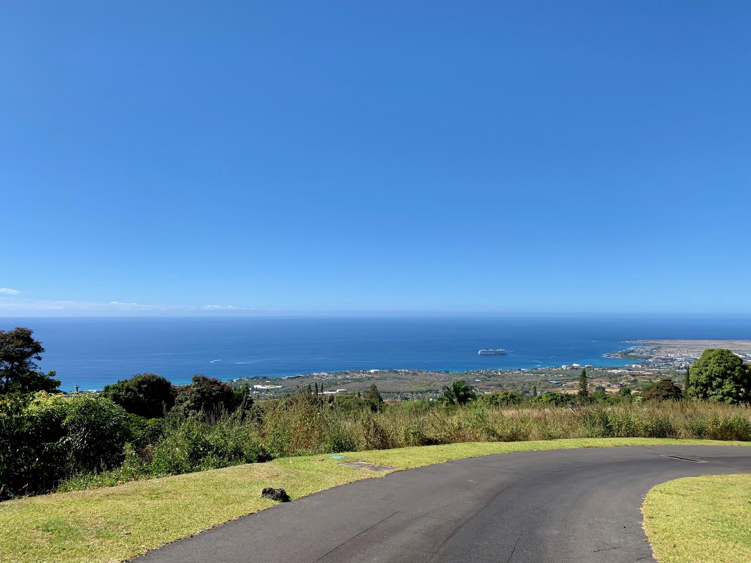 Kailua Bay Cruise Ship